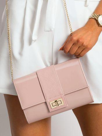 Różowa kopertówka na łańcuszku