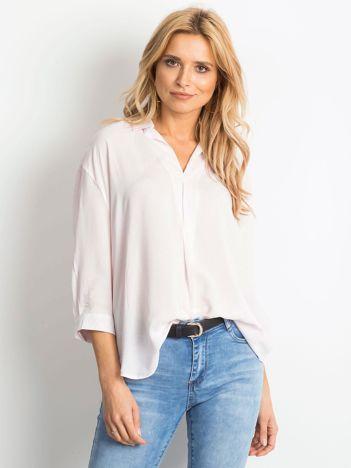 Różowa koszula o luźnym kroju