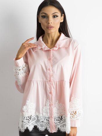 Różowa koszula z koronką