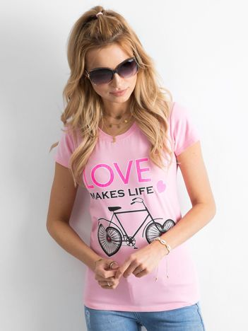 Różowa koszulka damska z nadrukami