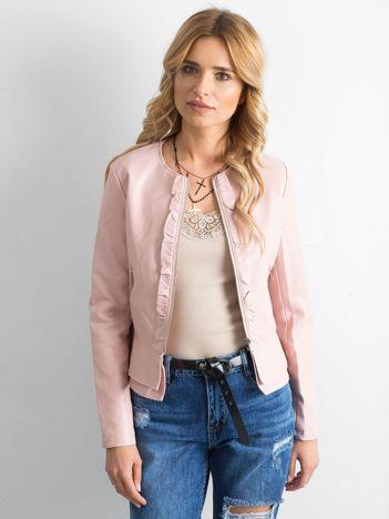 Różowa kurtka z ekoskóry z falbankami