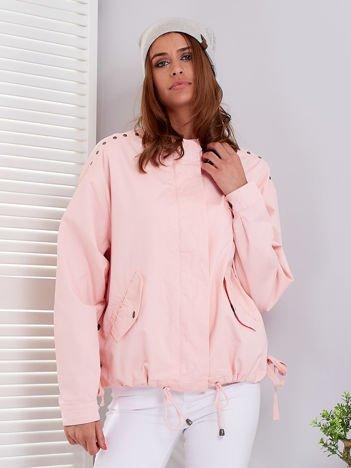 Różowa kurtka z troczkami na dole