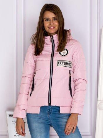 Różowa kurtka zimowa z kapturem i frędzlami