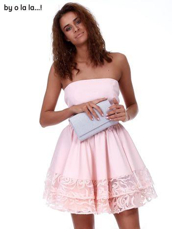 Różowa rozkloszowana sukienka z koronkowym wykończeniem BY O LA LA