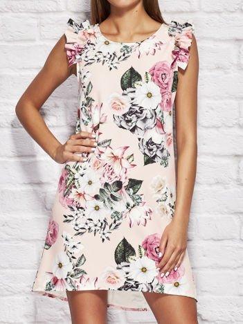Różowa sukienka koktajlowa w kwiaty z falbankami