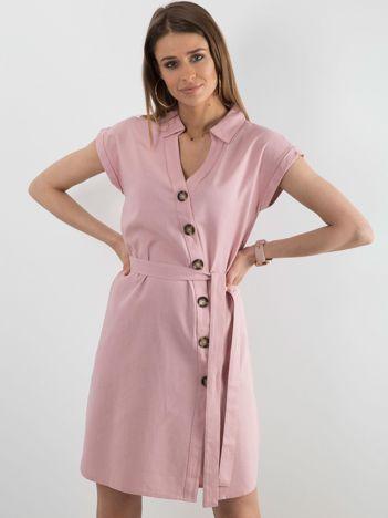 Różowa sukienka z asymetrycznym zapięciem