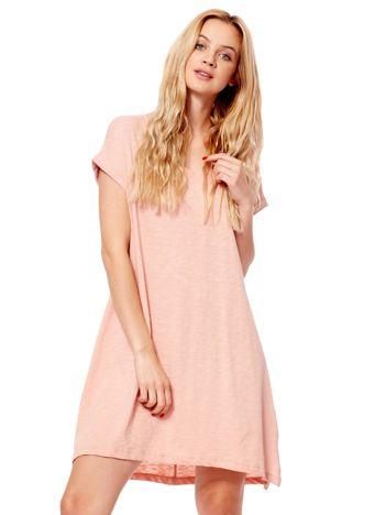 Różowa sukienka z podwijanymi rękawami