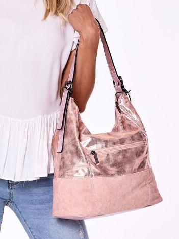 Różowa torba z błyszczącym wykończeniem