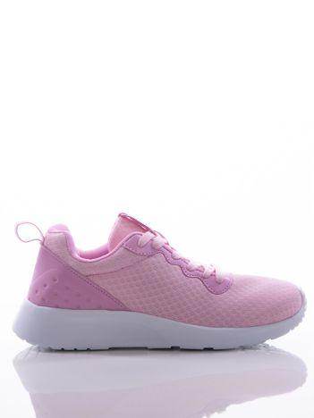 Różowe buty sportowe na sprężystej podeszwie z ciemniejszą wstawką na pięcie