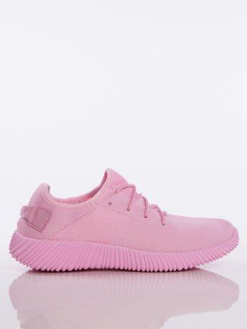 Różowe buty sportowe pattern z tkaniny z uchwytem z tyłu na ciemnej podeszwie