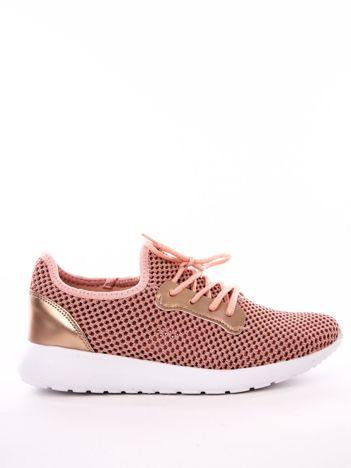 Różowe dzianinowe buty sportowe z błyszczącą wstawką przy sznurowaniu