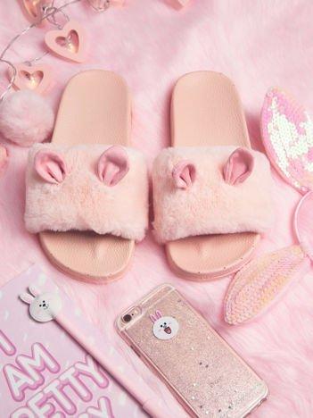 Różowe futrzane klapki z ozdobnymi uszkami
