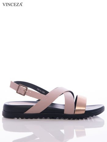 Różowe sandały Vinceza na czarnej podeszwie, z ozdobnym srebrnym paskiem na przodzie