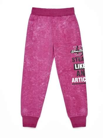 Różowe spodnie dresowe dla dziewczynki z tekstowym nadrukiem