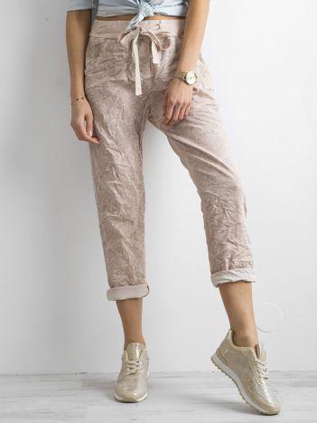 Różowe spodnie we wzory