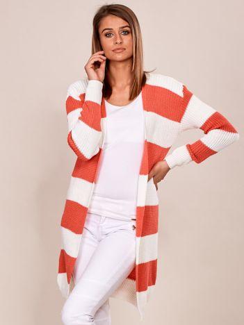 Różowo-biały sweter bez zapięcia