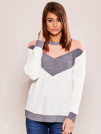 Różowo-biały sweter w bloki kolorów