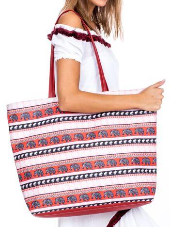 Różowo-bordowa torba we wzory