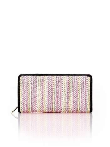 Różowy pleciony portfel w pionowe paski