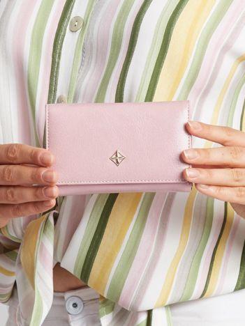 Różowy portfel z ekoskóry