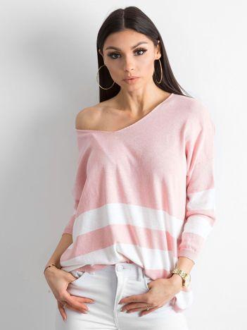 Różowy sweter V-neck