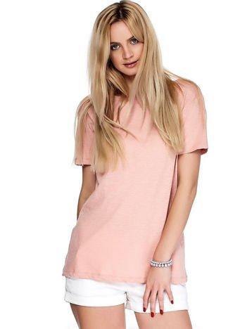 Różowy t-shirt z głębokim dekoltem z tyłu