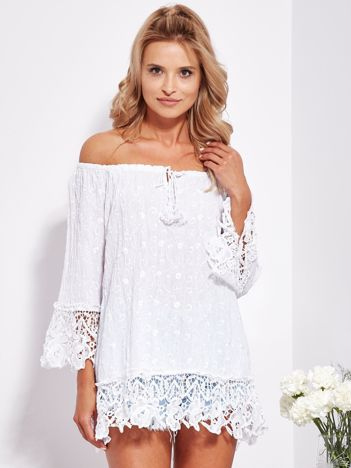 SCANDEZZA Biała bluzka hiszpanka w haftowany wzór z cekinami