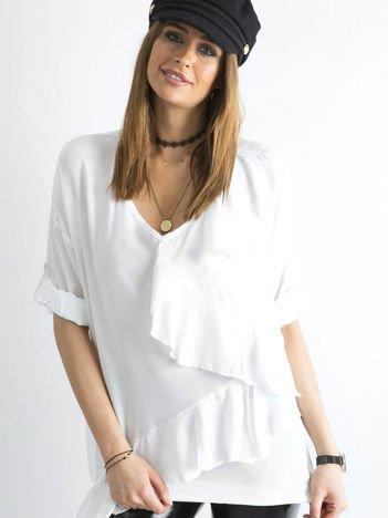 SCANDEZZA Biała luźna bluzka z asymetryczną falbaną