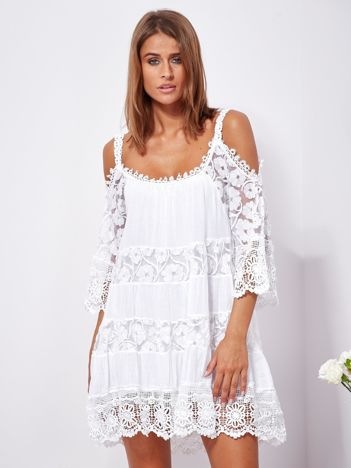 SCANDEZZA Biała trapezowa sukienka koronkowa mini
