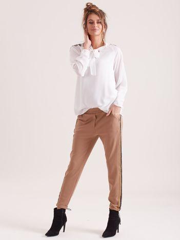 SCANDEZZA Brązowe spodnie z lampasami