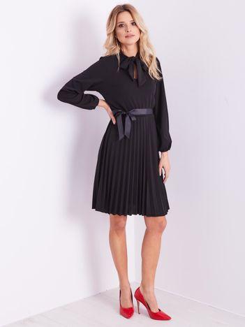 SCANDEZZA Czarna sukienka z wiązaniami