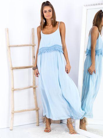 SCANDEZZA Niebieska długa sukienka z szeroką falbaną