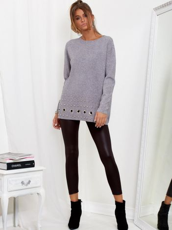 SCANDEZZA Szary luźny sweter z ozdobnymi ćwiekami