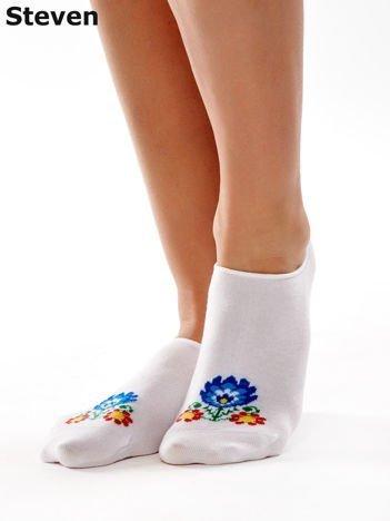 STEVEN Białe krótkie stopki z folkowym kwiatkiem