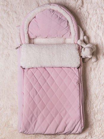 Śpiworek niemowlęcy pikowany do wózka lub łóżeczka z poduszeczką ocieplany na futerku różowy