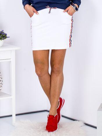 Spódnica biała z lampasami tricolor