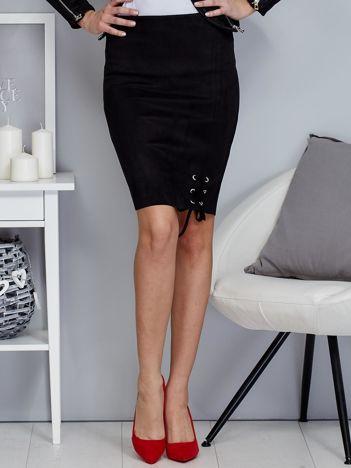 Spódnica czarna z imitacji zamszu ze sznurowaniem