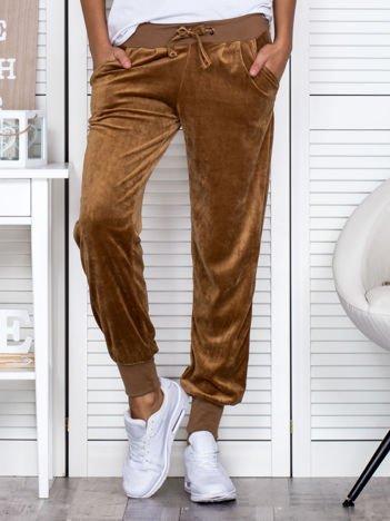 Spodnie dresowe welurowe brązowe