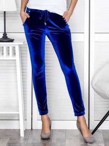 Spodnie dresowe welurowe z diamencikami przy kieszeniach niebieskie