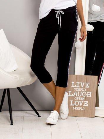 Spodnie dresowe z lampasami czarne