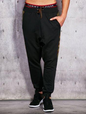 Spodnie dresowe ze wstawką moro czarne