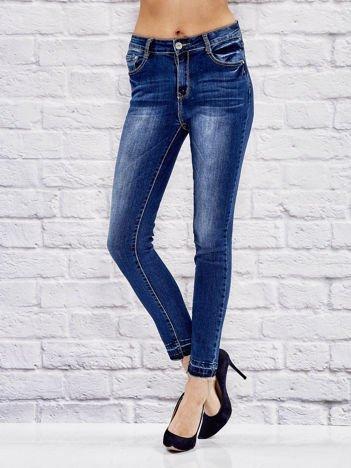 Spodnie jeansowe regular z postrzępionymi nogawkami niebieskie