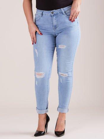 Spodnie mom jeans niebieskie z przedarciami PLUS SIZE