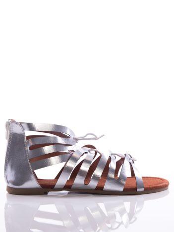 Srebrne sandały Evento z cholewką do kostek i suwakiem z tyłu