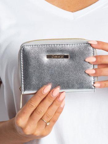 Srebrny błyszczący portfel