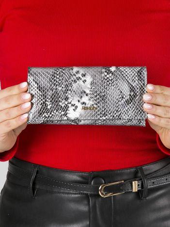 Srebrny skórzany portfel z motywem zwierzęcym