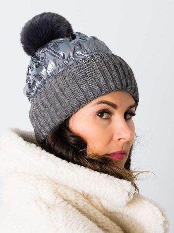 Stylowykaszmirowo-wełniany beret z futrzanym pomponem
