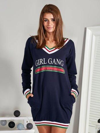 Sukienka V-neck z napisem GIRL GANG granatowa