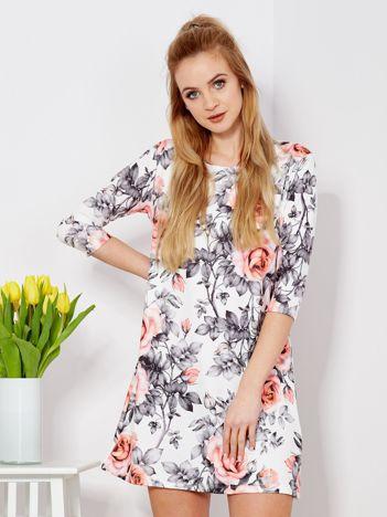 Sukienka biała w roślinne wzory