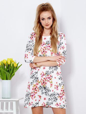 Sukienka biała z nadrukiem kwiatu wiśni
